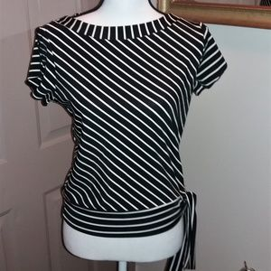 Tops - BUNDLE FOUR ITEMS 10$ OR LESS FOR 20$!!! Large